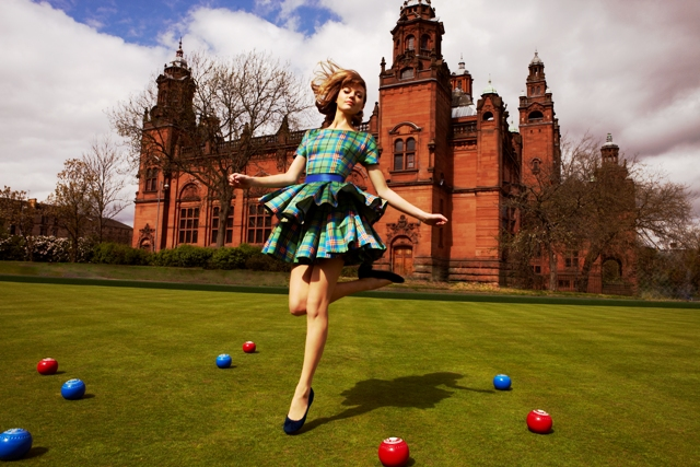 The official medal bearer's dress for Glasgow 2014 has been revealed ©Glasgow 2014