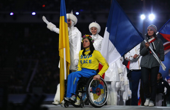 Ukrianian flagbearer Lyudmyla Pavlenko enters the Stadium with the word peace written on her jumper ©Getty Images