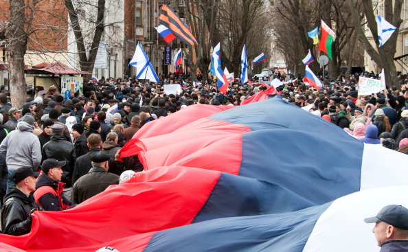 Pro-Russian supporters carry a huge Russian flag during a rally in Kharkiv earlier this week ©AFP/Getty Images