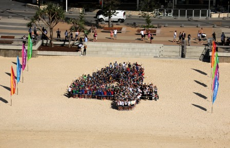 A giant number four was formed on Surfers Paradise Beach to mark four years until the start of Gold Coast 2018 ©Gold Coast 2018