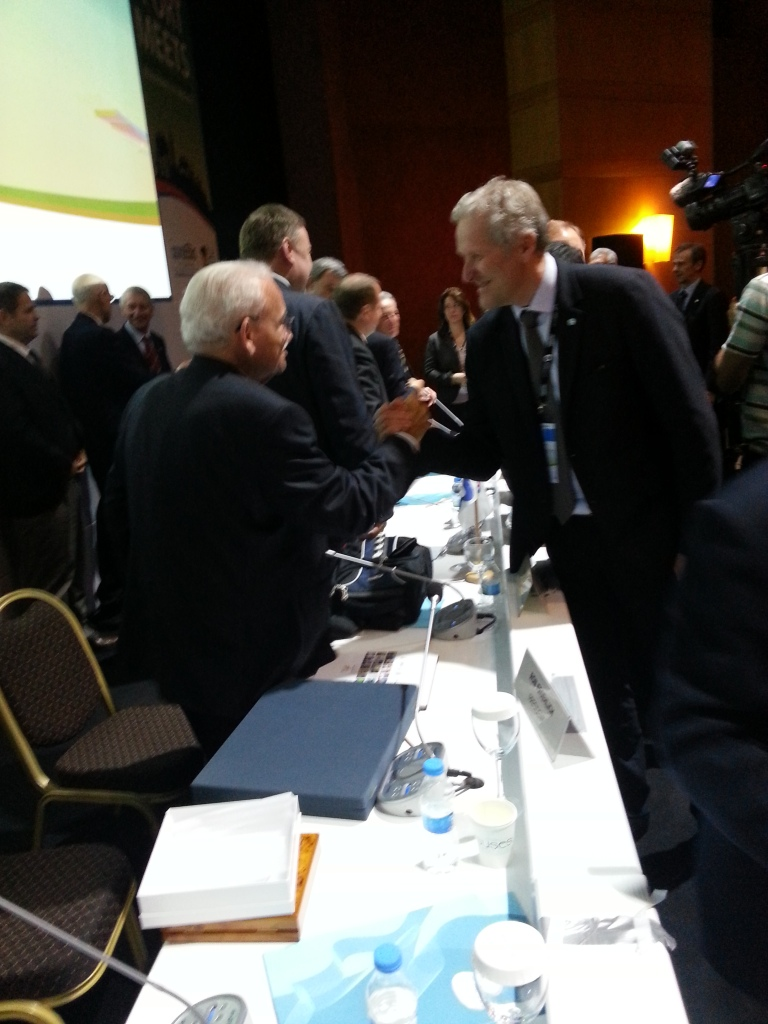 Espen Lund (right), President of WAKO talks with former IWGA President Ron Froehlich following the sport's acceptance as a member of the IWGA ©ITG