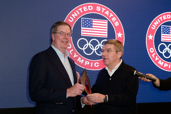 Larry Probst (left) pictured with IOC President Thomas Bach, will be able to draw on the experience of his predecessor as Press Commission chairman, Kevan Gosper ©Joe Scarnici/Getty Images for USOC