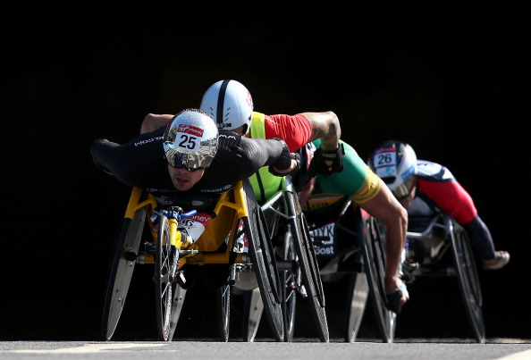 Marcel Hug beat Britain's David Weir in a remarkable finish to secure the men's wheelchair title at the 2014 London Marathon ©Getty Images