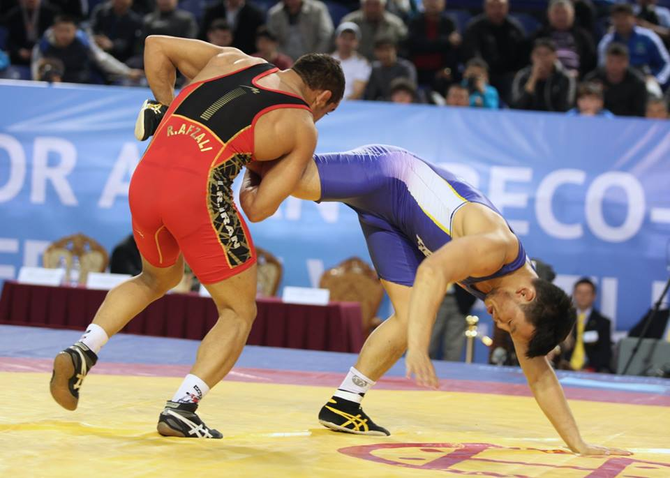 Paemami Reza Efzaly sealed the third and final Iranian gold medal of the day as he defeated Parevjav Unurbat in the 74kg weight category ©FILA