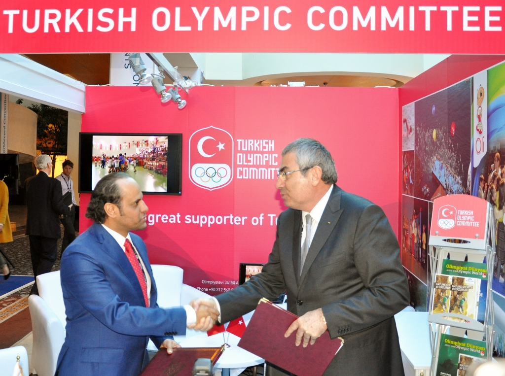 President of the Turkish Olympic Committee Professor Uğur Erdener and the secretary general of the Qatar Olympic Committee Sheikh Saoud Bin Abdulrahman Al-Thani during the signing of the MoU ©TOC