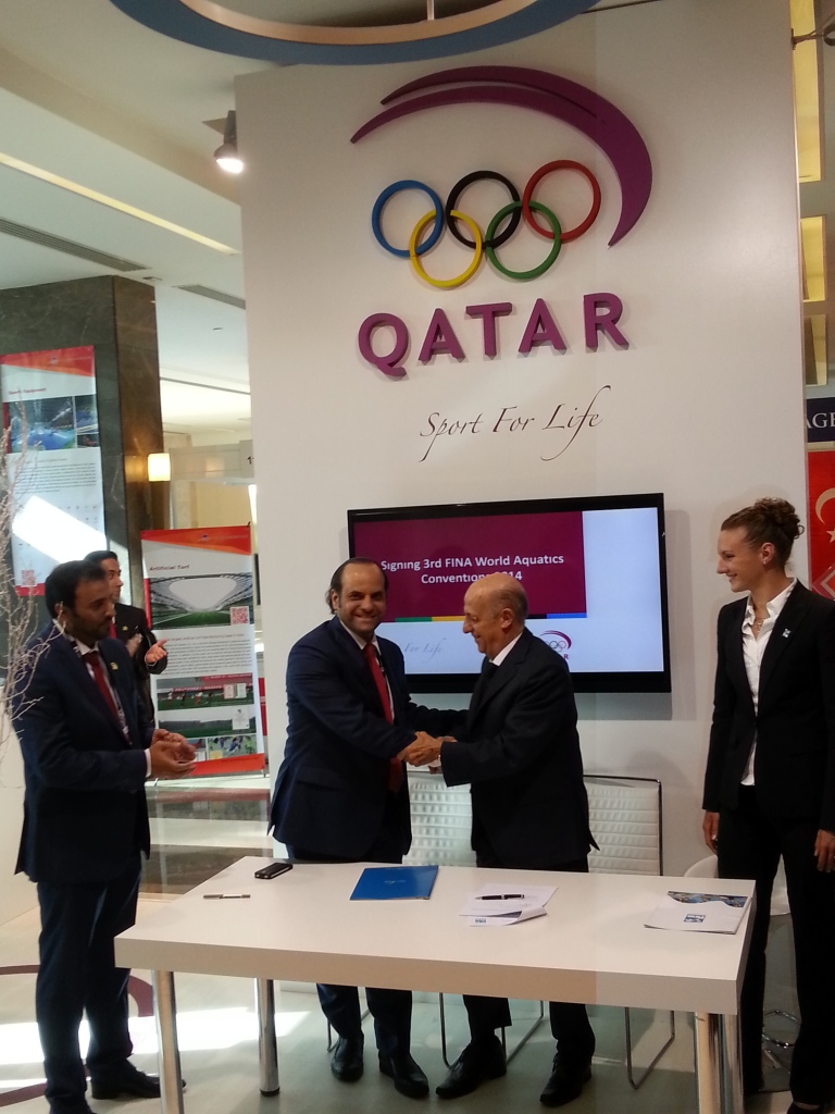 The Memorandum of Understanding was signed by QOC secretary general Sheikh Saoud bin Abdulrahman Al-Thani and FINA President Dr Juilo Maglione during the SportAccord International Convention ©ITG
