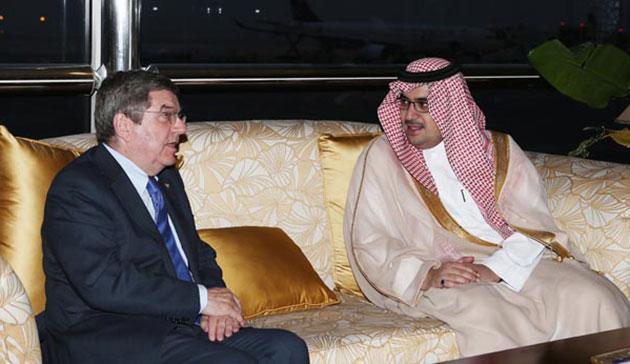 Thomas Bach and Prince Nawaf Faisal Fahd Bin Abdulaziz meet in Saudia Arabia to discuss women's participation in the Olympics ©Saudi Arabian Olympic Committee
