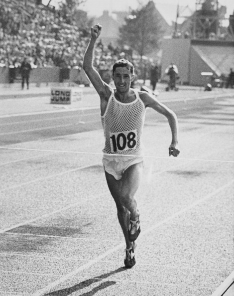 Ron Hill wins the 1970 British Commonwealth Games marathon title in Edinburgh ©Hulton Archive/Getty Images