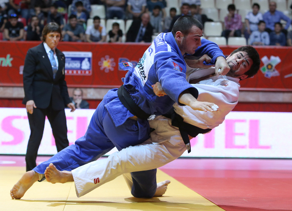 Alan Khubetsov sealed gold for Russia as he beat Ushangi Margiani in the men's under 81kg final ©IJF