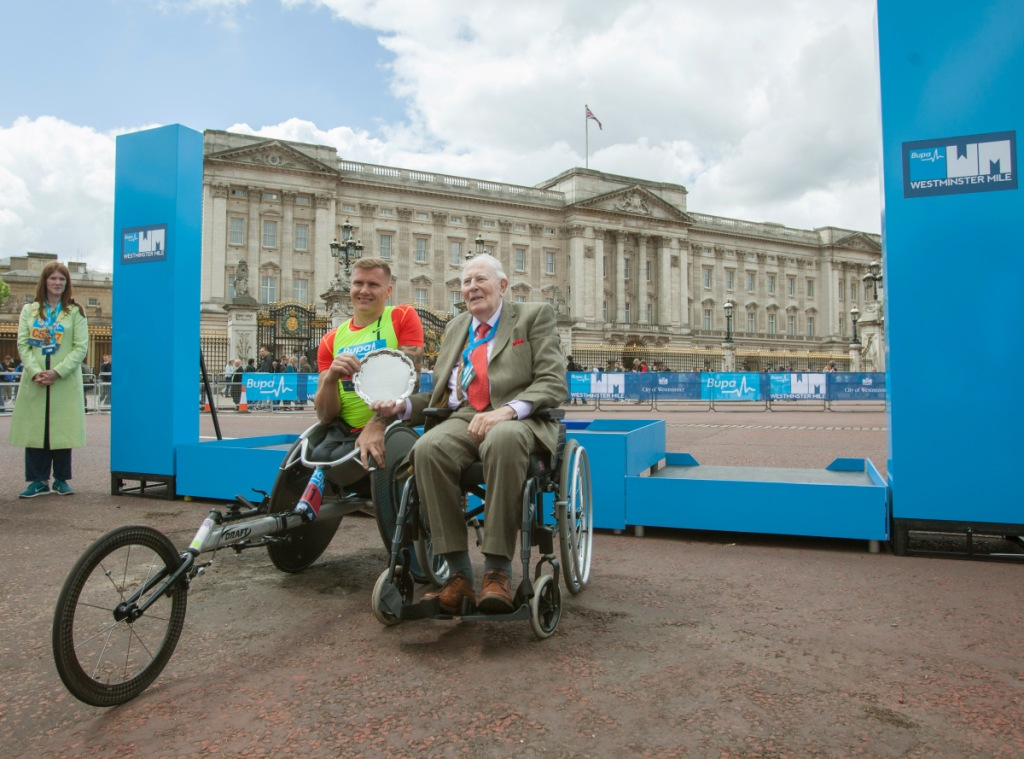 David Weir broke the world record for the wheelchair road mile today at the BUPA Westminster Mile ©BUPA