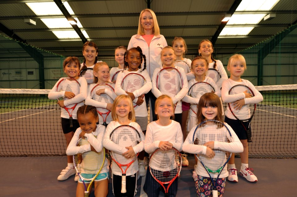 Elena Baltacha coaching girls at the Elena Baltacha Academy of Tennis which she set up with her husband in 2010 ©Christine Walsh