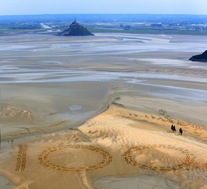 Giant 2.3m by 2.5m horse hoof prints created in the Bay of Mont-Saint-Michel mark 100 days to the start of the FEI World Equestrian Games 2014 in Normandy ©FEI