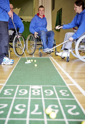 Golf proved popular as it made its debut at the Inter Spinal Unit Games at Stoke Mandeville Stadium ©Roger Bool