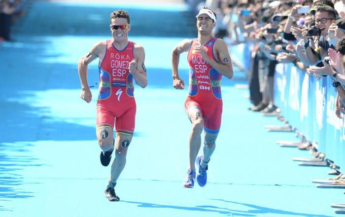 Mario Gómez just edged past compatriot Mario Mola to take his third win of the 2014 World Triathlon Series as the race went down to a sprint to the line in Yokohama ©ITU