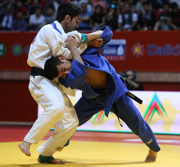 Orkhan Safarov sealed gold for the host nation as he won the men's under 60kg contest at the Baku Judo Grand Slam ©IJF