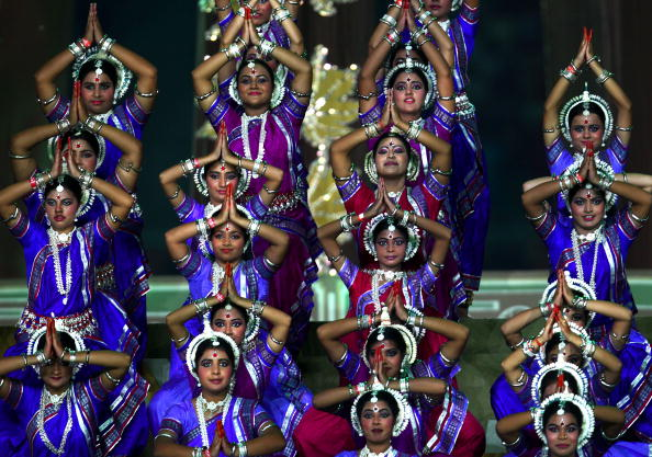 Traditional dancing thrilled the crowd and TV audience as Delhi welcomed the Commonwealth ©Getty Images