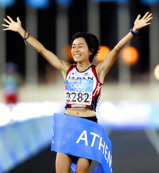 Mizuko Noguchi of Japan wins the 2004 Athens Olympic marathon title in the Panathenaikon Stadium ©AFP/Getty Images