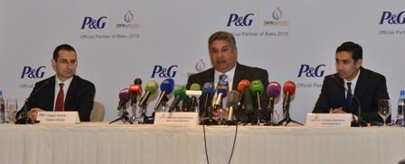 "Taygun Gunay (left), director of P&G Azerbaijan, said the deal ""demonstrates the united purposes of the Baku 2015 European Games"" ©Baku 2015"