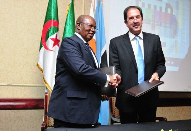 Algerian National Olympic Committee President Moustapha Berraf (right) has promised ANOCA President Lassana Palenfo that the 2018 Games will be a memorable event ©ANOCA
