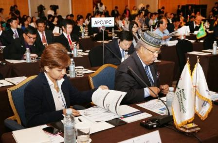 Delegates from the APC and the IPC consider the application of Incheon during the seminar ©APC
