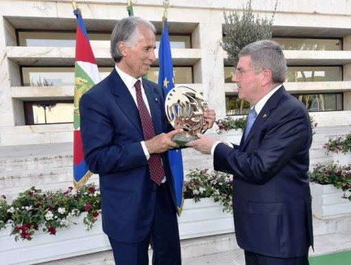 IOC President Thomas Bach presents CONI President Giovanni Malagò with a special gift to mark centenary celebrations ©CONI
