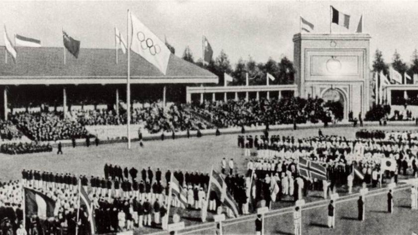 The Olympic rings and flag made its first appearance at Antwerp 1920 having originally been launched by Pierre de Coubertin six years earlier at  the IOC Congress ©Hulton Archive/Getty Images