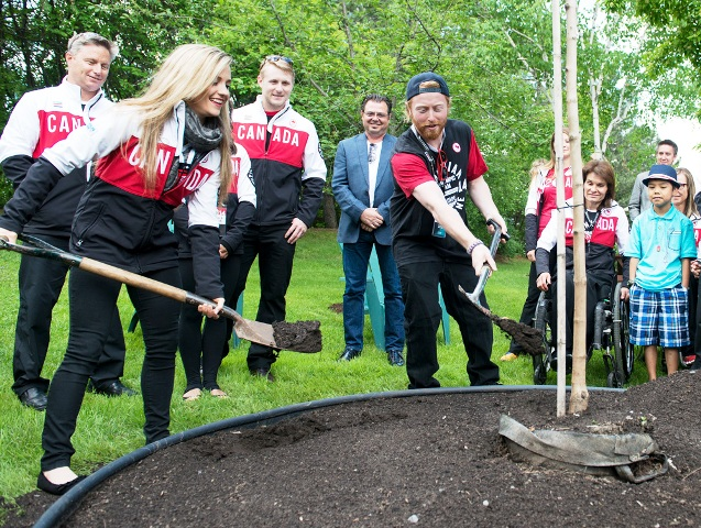 Para-snowboarder John Leslie (right) helps plant a tree to mark the 30th anniversary of the Manoir Ronald McDonald House ©COC