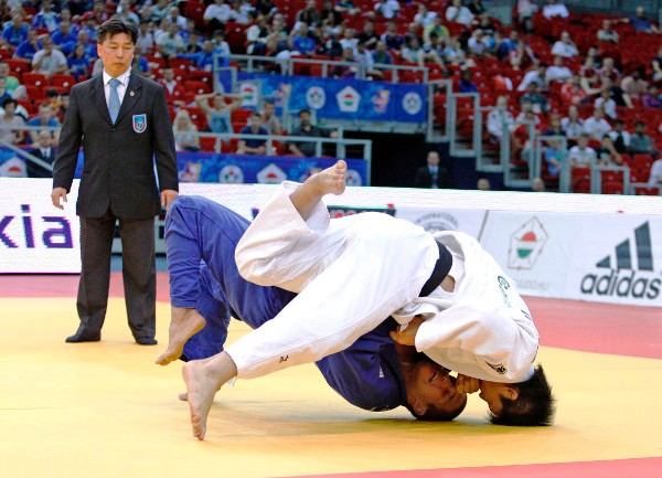 Daiki Nishiyamad of Japan (white) was one of six Japanese judoka to secure gold over the two days of the Budapest Grand Prix ©IJF