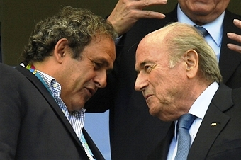 FIFA President Sepp Blatter (right) claims that UEFA boss Michel Platini has promised to introduce goal-line technology at  Euro 2016 ©AFP/Getty Images
