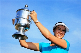 Michelle Wie holds aloft the US Women's Open trophy after clinching the title at Pinehurst ©Getty Images