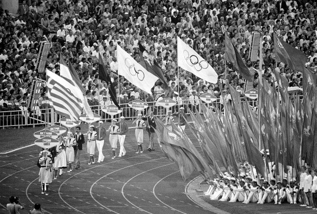 Olympic_flags_Moscow_1980.jpg