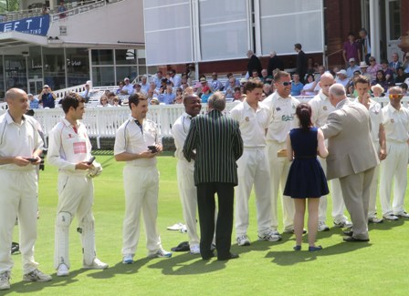 MCC President Mike Gatting presented specially minted commemorative medallions to the players ©ITG
