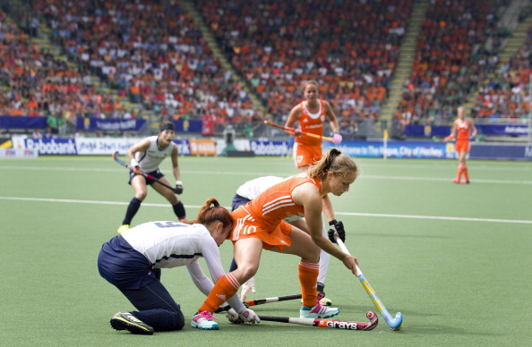 Kelly Jonker, of the Netherlands, is challenged by Korea's Sunsoon Oh in their group qualifier, which was won 3-0 by the Netherlands ©Getty Images