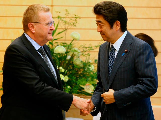 Japanese Prime Minister Shinzo Abe held talks with IOC Coordination Commission chairman John Coates during their first inspection of Tokyo 2020 ©ShugoTakemi/Tokyo 2020