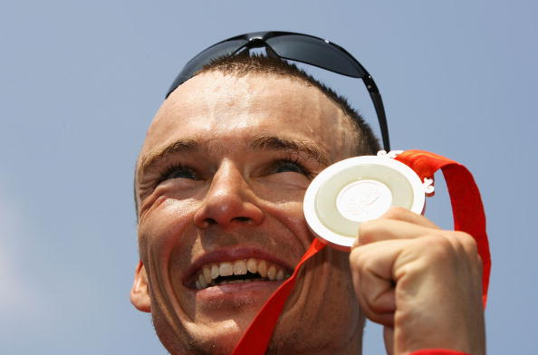 Canada's Simon Whitfield, winner of the first men's Olympic triathlon title in 2000, shows off the silver he won eight years later in Beijing. He is likely to be in the mix when the new ITU Hall of Fame is put in place ©Getty Images