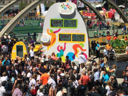 A series of performances led to the unveiling of the Toronto 2015 countdown clock ©City of Toronto/Twitter
