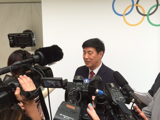 Beijing 2022 vice-president Yang Xiaochao being interviewed following the announcement ©ITG