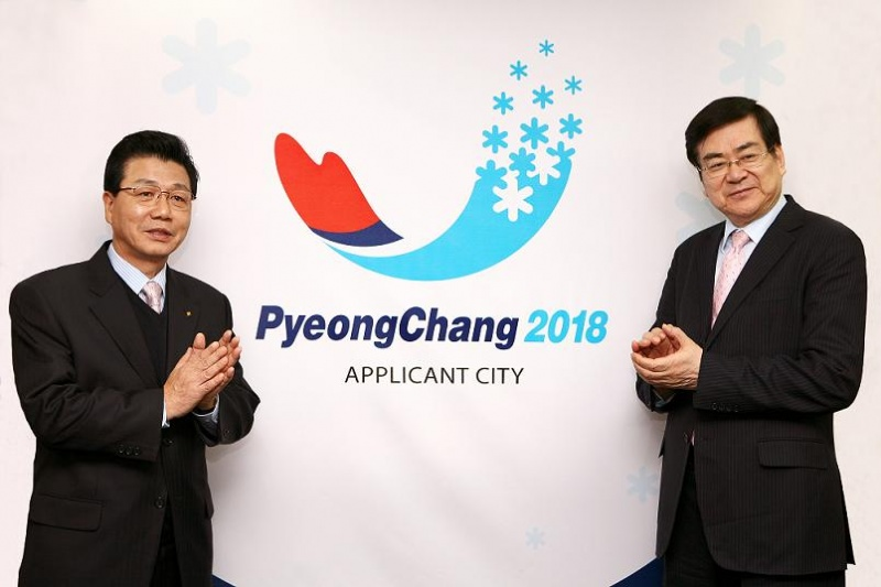 Cho Yang-ho (right) will replace Kim Jin-sun (left) as President of Pyeongchang 2018 after his surprise decision to step down ©Pyeongchang 2018