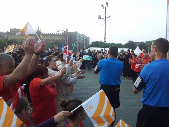 Enthusiastic crowds flock to the streets to see the Baton begin its journey through Glasgow ©ITG