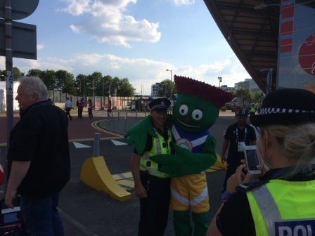 A Glasgow policeman takes a break to pose with Clyde the Mascot ©ITG