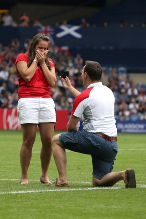 A successful wedding proposal at the rugby sevens ©Glasgow 2014