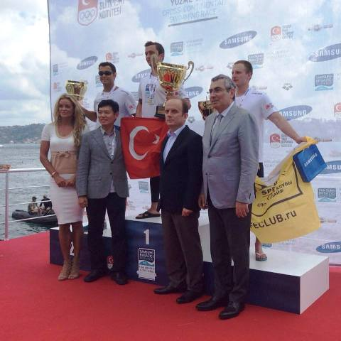 Inge de Bruin (far left) was the special guest of the NOCT at the Samsung Bosphorus Cross Continental swim in Istanbul ©NOCT