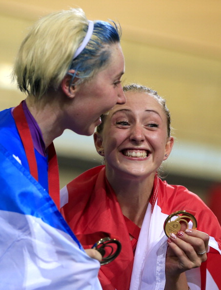 Katie Archibald sporting blue and white hair with GB team mate Laura Trott ©Getty Images