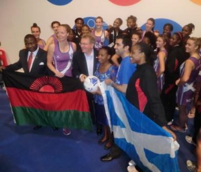 Malawi and Scotland netball players unite together ©Getty Images