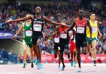 Nijel Amos celebrates after overcoming Olympic champion and world record holder David Rudisha ©Getty Images