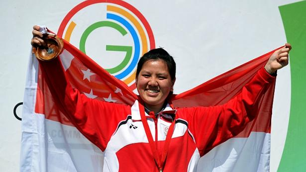 Teo Shun Xie celebrates her gold medal for Singapore ©Getty Images