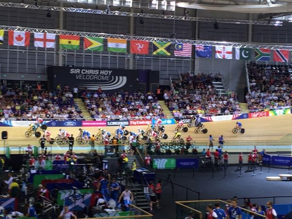 Women's 25km points race ongoing at the Velodrome ©Twitter