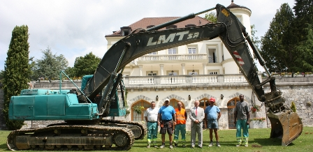 International Volleyball Federation President Dr Ary S. Graça was among those at the groundbreaking ceremony ©FIVB