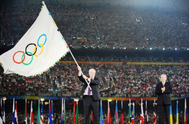 Mayor of London Boris Johnson takes possession of the Olympic Flag at the Beijing 2008 Olympic Games Closing Ceremony ©Getty Images