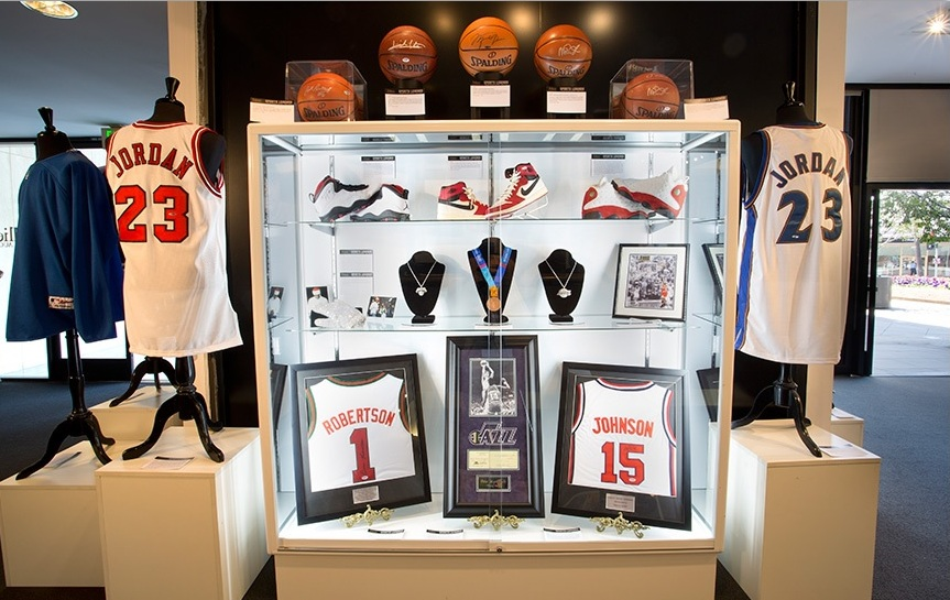 The Olympic bronze medal won by United States basketballer Carmelo Anthony has sold at auction for $14,080 ©Julien's Auctions